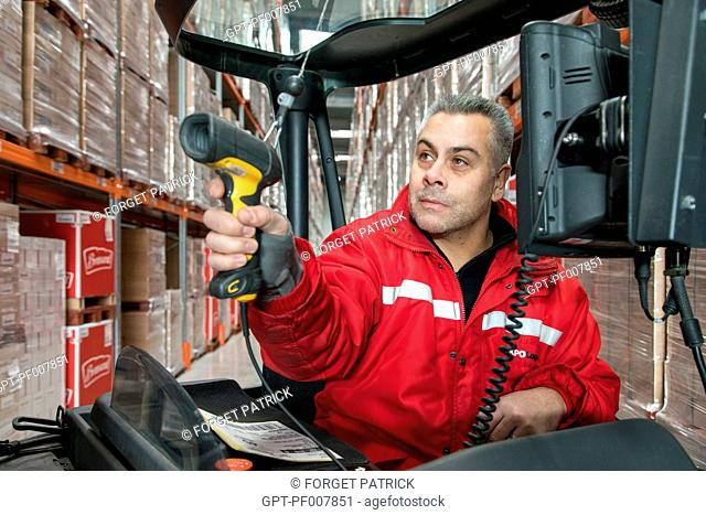 BARCODE SCANNER FOR PREPARING THE ORDERS, XPO LOGISTICS COMPANY EUROPE, LOGISTICS PLATFORM OF POUPRY (28), FRANCE