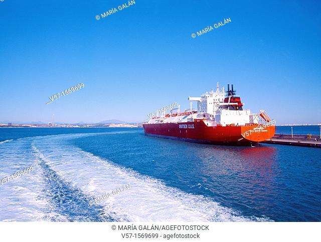 Wake and cargo ship. Algeciras, Cádiz province, Andalucía, Spain