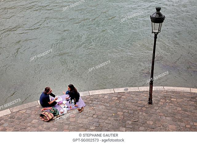 PICNIC ON THE BANKS OF THE SEINE, THE POINT OF ILE SAINT-LOUIS, PARIS 75, FRANCE