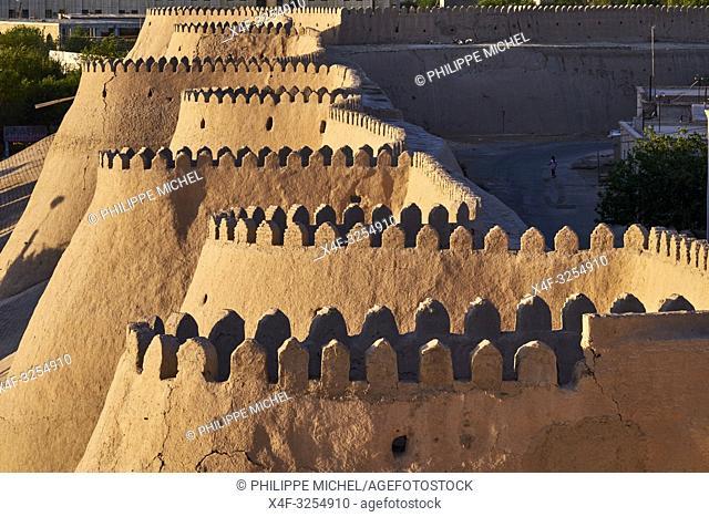 Ouzbekistan, Khiva, patrimoine mondial de l'UNESCO, mur d'enceinte de la ville / Uzbekistan, Khiva, Unesco World Heritage, wall of the city