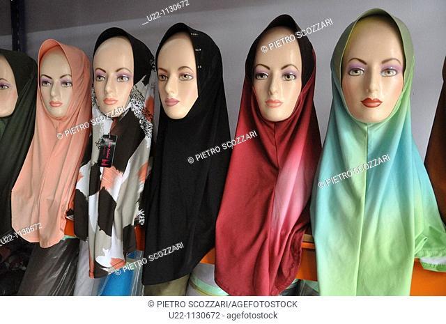 Kuala Lumpur (Malaysia): veils for Muslim women, sold in a shop