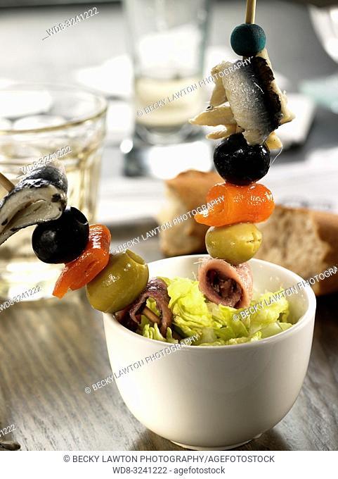 pincho de anchoa, pimiento morron, boqueron en vinagre y aceitunas