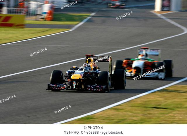 Race, Sebastian Vettel GER, Red Bull Racing, RB7 leads Adrian Sutil GER, Force India F1 Team, VJM04, F1, Japanese Grand Prix, Suzuka, Japan