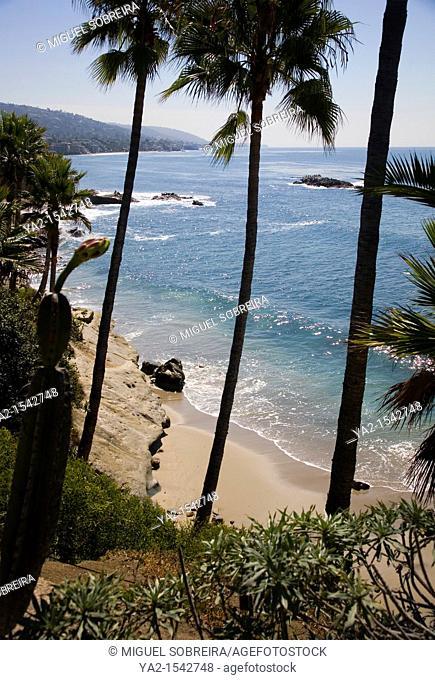 Laguna beach against cliffs of Heisler Park - CA