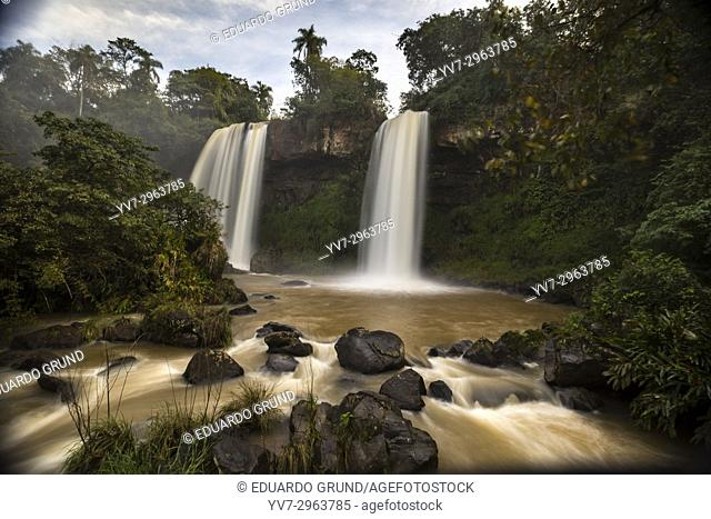 The Dos Hermanas waterfall is another of the 275 waterfalls that make up the Iguazu Falls, in Argentina. It is formed by two parallel waterfalls that form a...