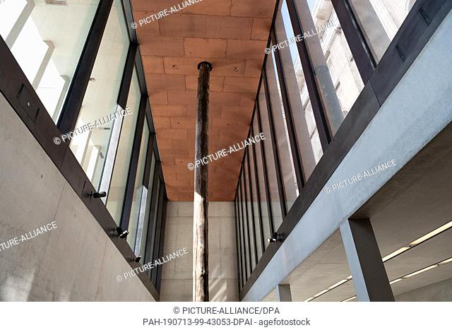 13 July 2019, Berlin: After the opening of the James Simon Gallery in the basement, the wooden foundation pile stands in front of the entrance to the Neues...