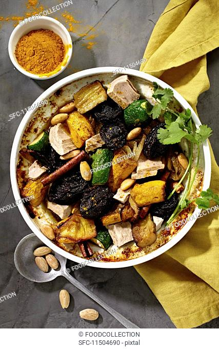 Tuna fish tagine with courgettes, fruits, almonds and spices