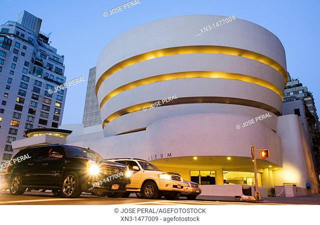 Guggenheim Museum by architect Frank Lloyd Wright, Fifth Avenue, Manhattan, New York City, New York, USA