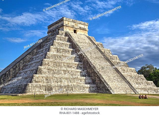 El Castillo (Pyramid of Kulkulcan), Chichen Itza, UNESCO World Heritage Site, Yucatan, Mexico, North America