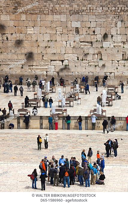 Israel, Jerusalem, Old City, visitors to the Western Wall, Western Wall Plaza