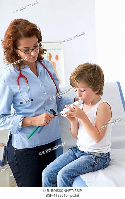 BREATHING, SPIROMETRY IN A CHILD Consultation médicale d'un garçon de 6 ans