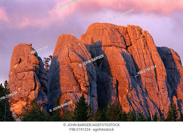 Sunset reddens granite outcrop at Custer State Park, Black Hills, South Dakota, USA