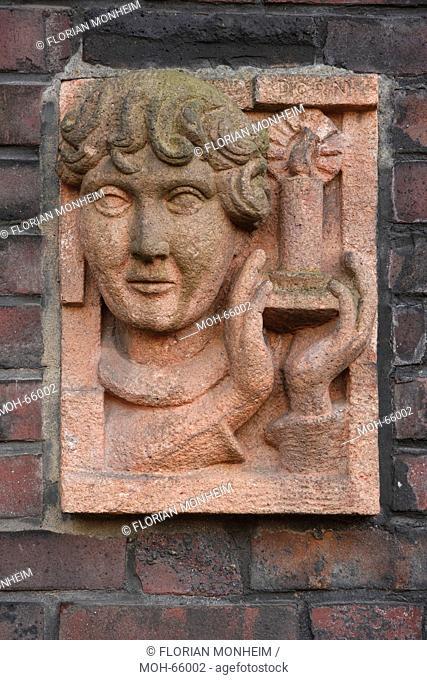 1926-1927 Architekt: Figge, Relief an einem Hauseingang, Kopf und Kerze, Bildhauer: Dorn