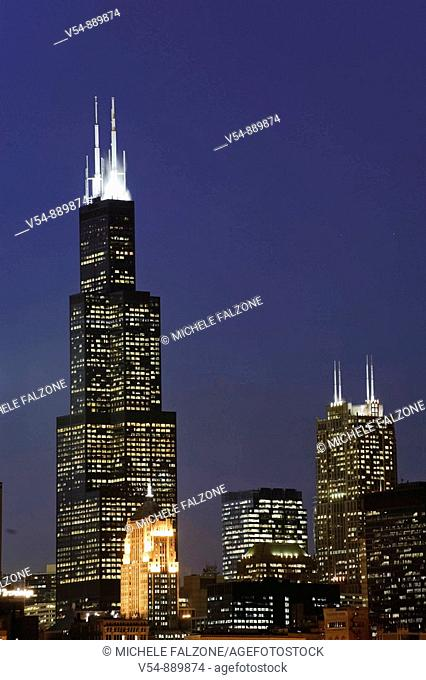 The Sears Tower and Downtown Chicago Skyline at dusk, Chicago, Illinois, USA