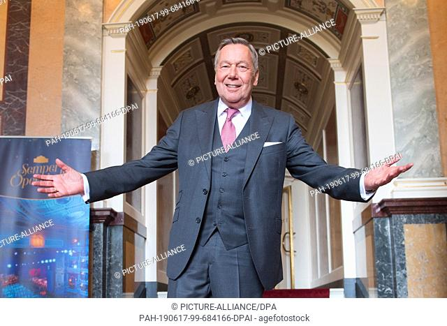17 June 2019, Saxony, Dresden: The German pop singer Roland Kaiser is on the verge of a press conference at the Semper Opera House