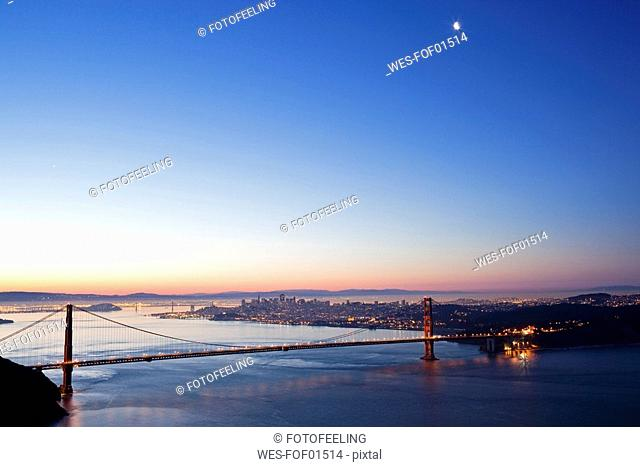 USA, California, San Francisco, Golden Gate Bridge at twilight