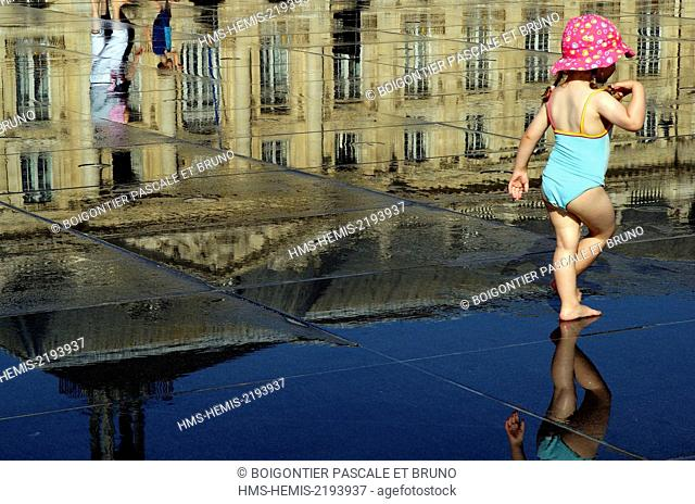 France, Gironde, Bordeaux, water mirror