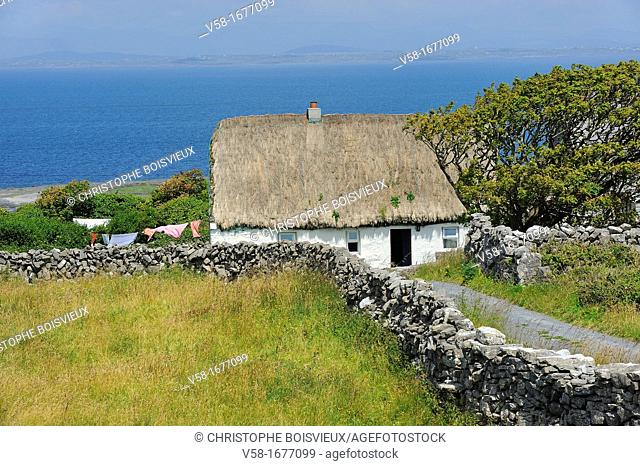 Ireland, County Galway, Aran Islands, Inishmore, Thatched Cottage