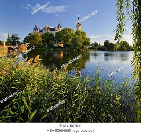 Schwerin Castle, Island, Schwerin (capital), 'Innensee', Mecklenburg-Western Pomerania, Germany