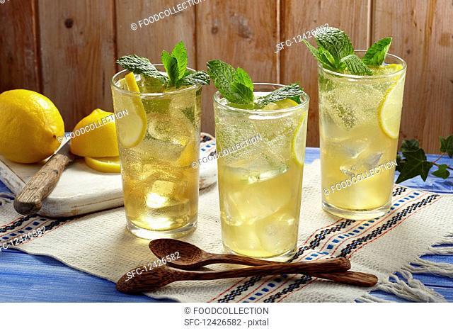 Chamomile lemonade on ice