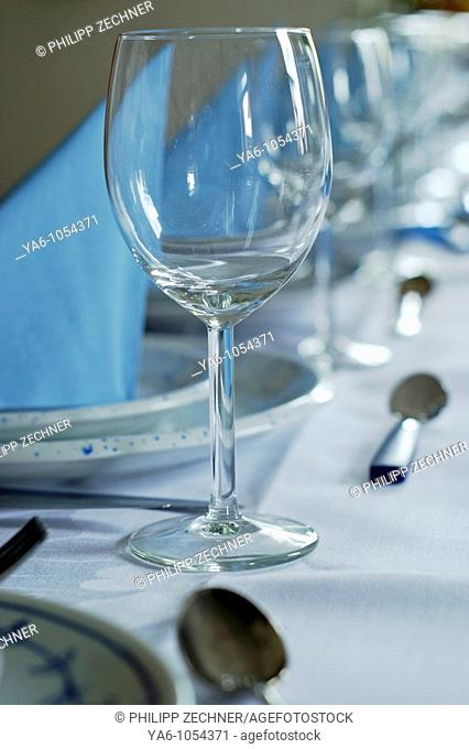 Place setting at a dinner table