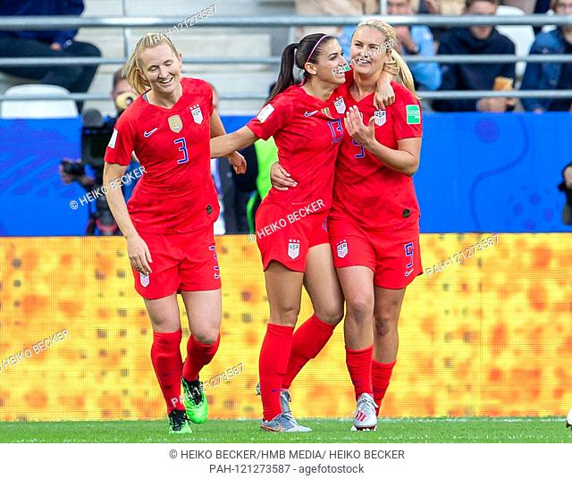 France, Reims, Stade Auguste-Delaune, 11.06.2019, Football - FIFA Women's World Cup - USA - Thailand Photo: lll Samantha Mewis (USA, # 3), Alex Morgan (USA