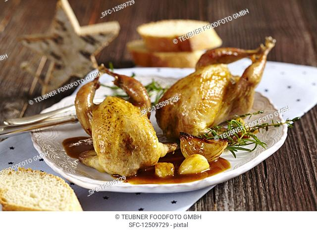 Spanish-style garlic quail with gravy and white bread