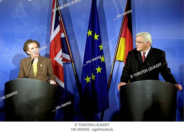 Margaret BECKETT ( l. ), Minister for Foreign Affairs of Great Britain, and Frank-Walter STEINMEIER ( SPD, r. ), Federal Minister for Foreign Affairs