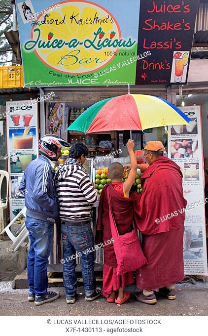 Juice stall, in Temple Rd McLeod Ganj, Dharamsala, Himachal Pradesh state, India, Asia