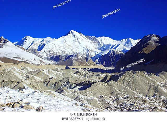 Cho Oyu view from Ngozumba glacier near Gokyo, Nepal, Himalaya, Khumbu Himal