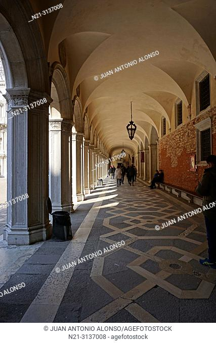 Arched corridor along the patio. Palazzo Ducale. San Marco Square. Venice, Veneto, Italy, Europe