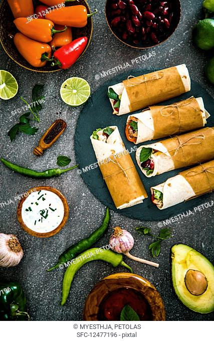 Tortilla wraps with vegetables, surrounded bYes the ingredients (Mexico)