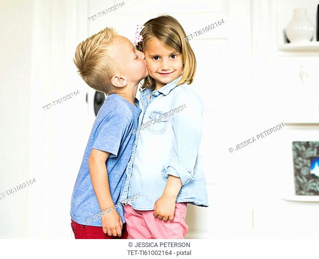 Little boy (4-5) kissing sister (4-5)