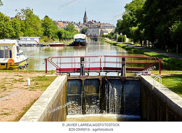 Floodgate, Canal of Nivernais, Châtillon-en-Bazois, Nievre, Bourgogne, Burgundy, France, Europe