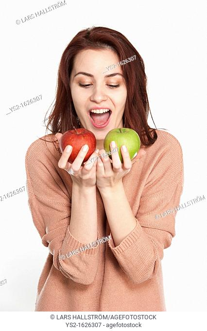 Young woman holding two apples