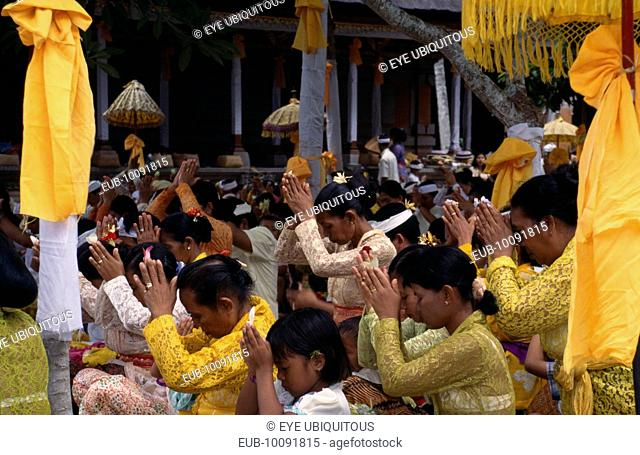 Kuningan Festival. Mas women dressed in yellow at Pura Taman Pule Temple (decorated in yellow)