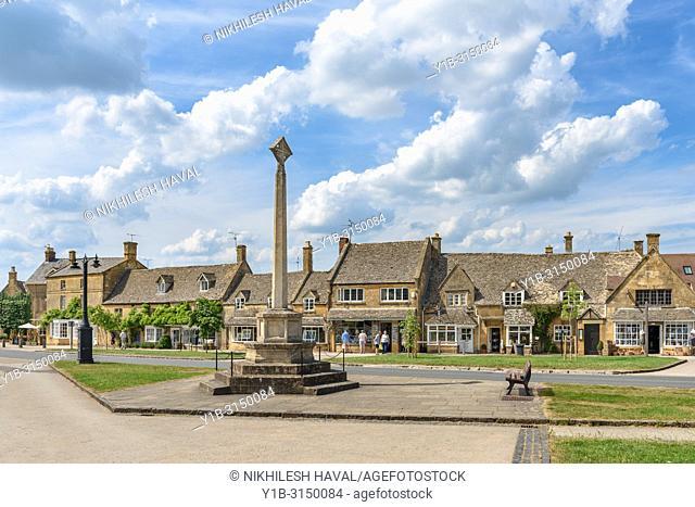 Broadway War Memorial on High Street, Cotswolds, UK
