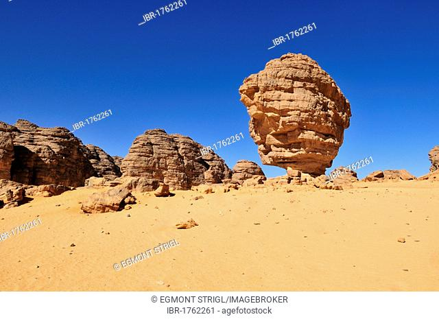 Sandstone rock formation at Tikobaouine, Tassili n'Ajjer National Park, Unesco World Heritage Site, Wilaya Illizi, Algeria, Sahara, North Africa, Africa
