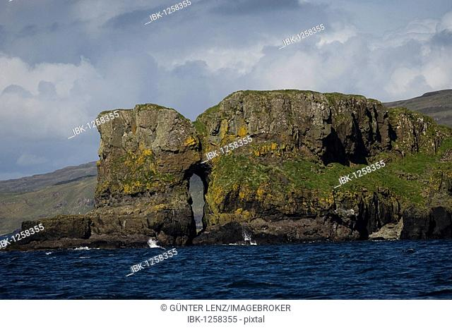Inner Hebrides, rock in front of the Isle of Mull, Scotland, UK, Europe