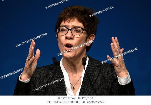 23 November 2018, Brandenburg, Beelitz: Anngret Kramp-Karrenbauer (CDU), Secretary General, will speak at the 33rd CDU State Party Congress in Brandenburg