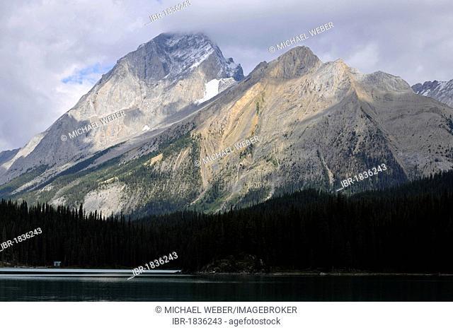 Maligne Lake, Mount Paul in the back, Maligne Valley, Jasper National Park, Canadian Rockies, Alberta, Canada