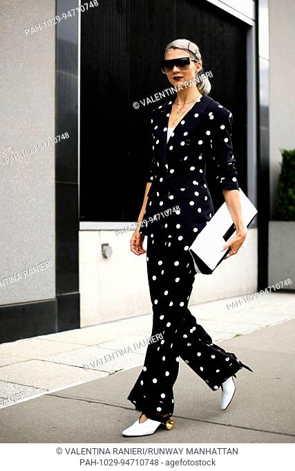 Blogger Samantha Angelo walking on the street during New York Fashion Week - Sept 8, 2017 - Photo: Runway Manhattan/Valentina Ranieri ***For Editorial Use...