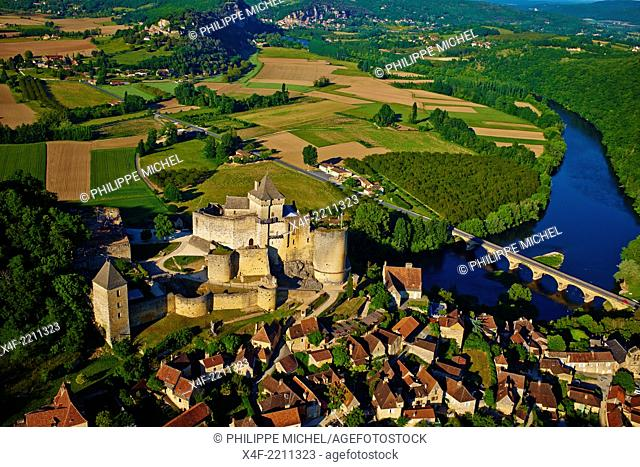 France, Aquitaine, Dordogne, Perigord Noir, Dordogne valley, Castelnaud la Chapelle, Dordogne river, Castelnaud castle