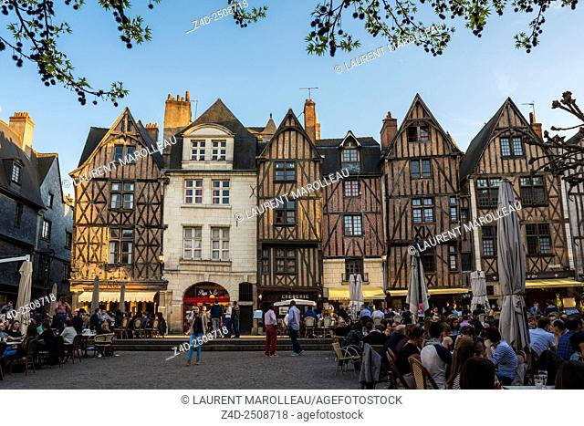 Timbered Houses and Terraces of Bars and Restaurants in Place Plumereau. Tours, Indre et Loire, Loire Valley, France, Europe