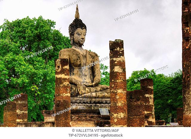 Asia, Thailand, Sukhothai Historical Park, Wat Mahathat temple, buddha statue