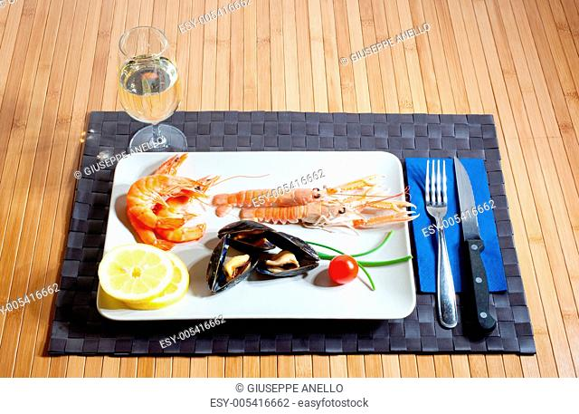 Crustacean mussel and white wine