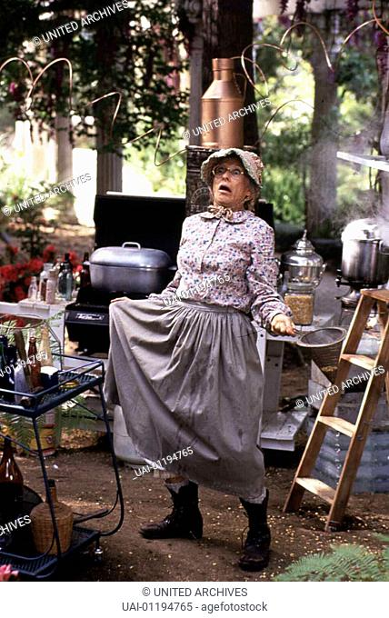 Granny (Cloris Leachman)  *** Local Caption *** 1993, Beverly Hillbillies, The, Die Beverly Hillbillies Sind Los