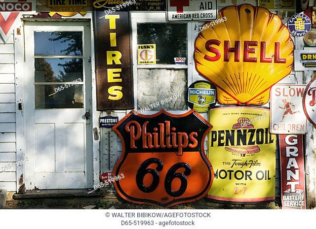 Preston's Lincoln Highway Vintage Gas Station Museum. Belle Paine. Iowa. USA