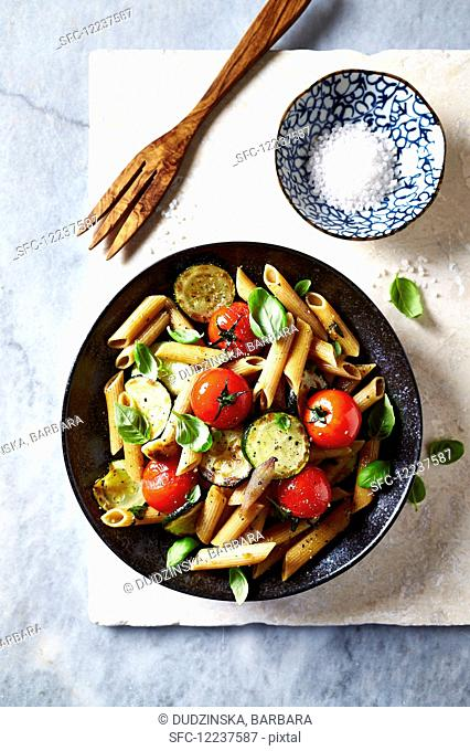 Wholegrain penne with cherry tomatoes, zucchini and challots
