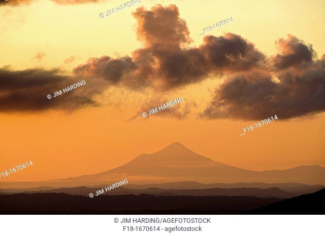 Mt Egmont Mt Taranaki at sunset, viewed from Mangatepopo hut, Tongariro National Park